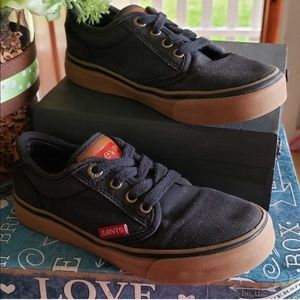 Levi's cute sneakers!!